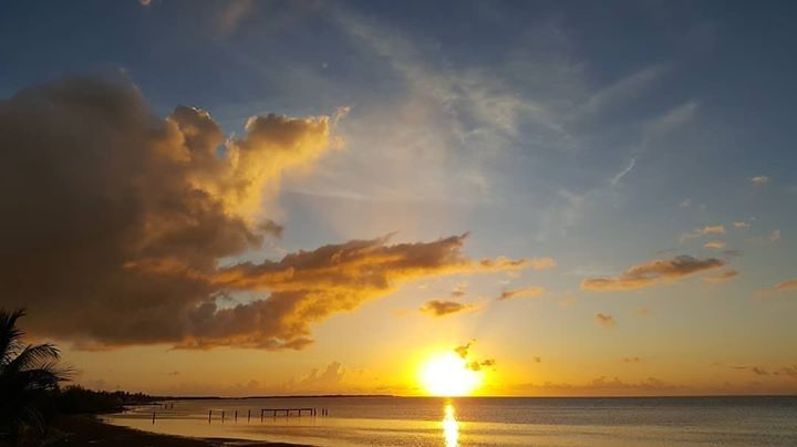 a beautiful sunset over the water in the Florida keys